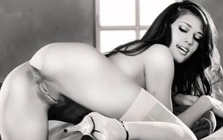 Sexy chica desnuda con el cuerpo erótico.