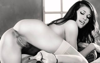 Sexy ragazza nuda con il corpo erotico.